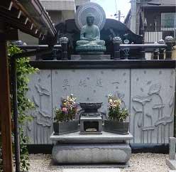 供養塔「一蓮墓」