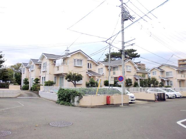 エーデルシュトラーセ 藤沢市弥勒寺1丁目の賃貸テラスハウス