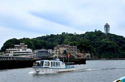 弁天橋と江ノ島をつなぐ乗り合い遊覧船「べんてん丸」