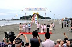 海水浴シーズン到来!江ノ島片瀬海岸東浜で海開き2013