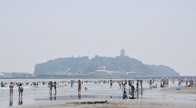 8月に突入した江ノ島は東浜も西浜も熱気ムンムン