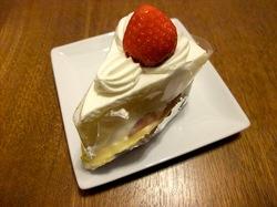 江ノ島片瀬海岸のケーキ&洋菓子おかしの家チロルのショートケーキ