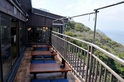 海が見える江ノ島の食事処江之島亭のテラス席