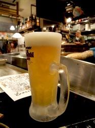 藤沢駅南口の炉端焼き逆(さかさ)の生ビール