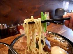 鎌倉市手広のこってり魚介系ラーメン風車の極太麺