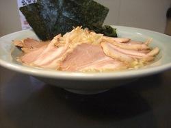 石川のクリーミー豚骨ラーメン「だし屋」の特盛塩チャーシューメン