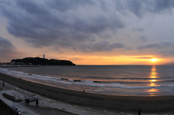 江ノ島片瀬海岸西浜からの夕日