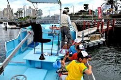 弁天橋と江ノ島をつなぐ遊覧船「べんてん丸」の座席