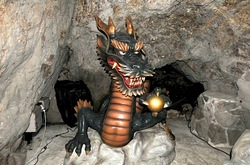 江ノ島のパワースポット江の島岩屋洞窟の龍