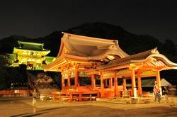 鎌倉鶴岡八幡宮のほたるまつり舞殿と本殿