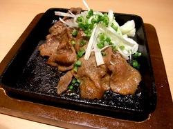 藤沢市善行の魚民善行東口駅前店の味噌漬け牛タンの鉄板焼