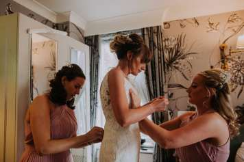 Bride getting ready with her sisters