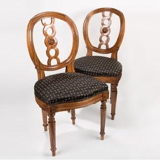 Louis-Seize Stühle