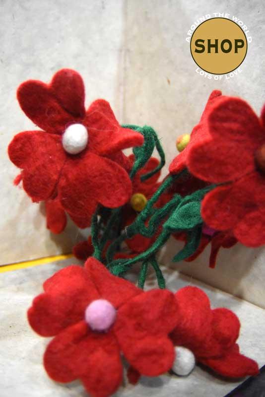 Handgemaakt vilt liaan rode bloemen 5341. Decoratie, bloemen.