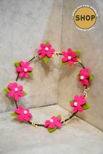 Handgemaakt vilt Bloemenkrans 5354. Speelgoed, bloemen.