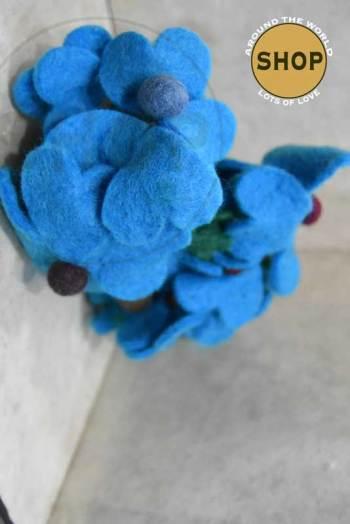 Handgemaakt vilt liaan licht blauwe bloemen 5340. Decoratie, bloemen.
