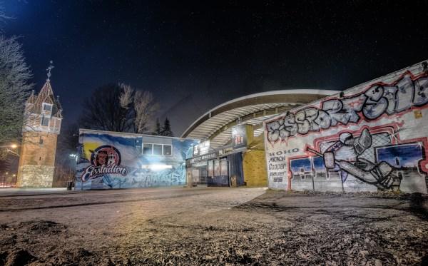 hannover_nightshots_eisstadionampferdeturm