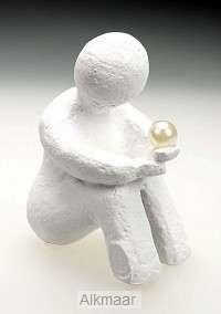 De parel in Gods hand - Beeld wit 10cm