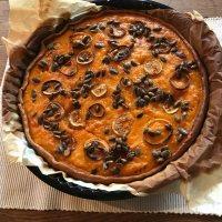 Dieser Pumpkin Pie ist ein würziger Kürbiskuchen mit Pumpkin Spice, Zwiebeln und Feigen