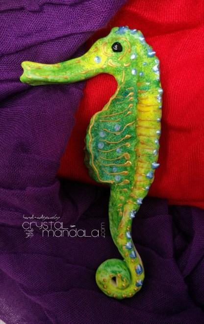 ippocampo realizzato a mano - Crystal-mandala. Pesci scolpiti a mano. Decorazioni in resina, sculture fatte a mano. Dipinte a mano.