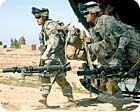 РИСУНОК 3: Солдаты роты C, 3-го батальона, 187-го пехотного полка, 101-й воздушно-десантной дивизии выходят из вертолета CH-47 Army Chinook со своими минометами в поддержку операции Swarmer, недалеко от Самарры, Ирак.60-миллиметровый раствор M224 регулярно используется как в Ираке, так и в Афганистане.Решающее значение для этой системы оружия является кованной трубкой и кованая опорной пластина, которая является М8 опорной плиты кованой из алюминия.Предоставлено армией США.