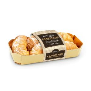 Aragostine Italian pastries with white chocolate cream