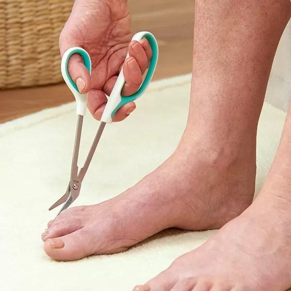 Peta Easy-Grip long-reach toe nail clippers cutting toenails