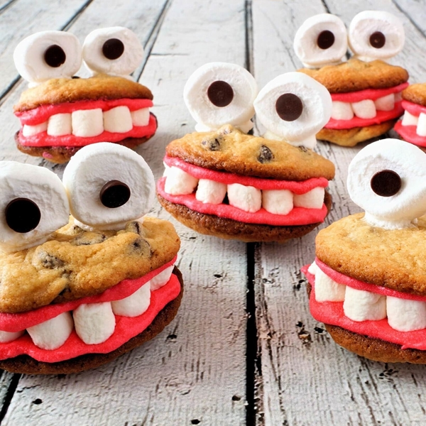 Picture of Cookie Monster Sandwich Cookies