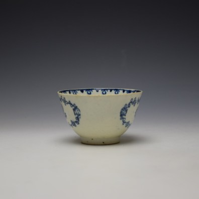 Liverpool John Pennington Scallop Shell and Flower Pattern Teabowl and Saucer c1780-85 (3)