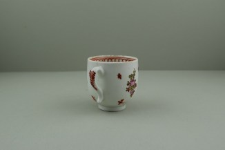 Lowestoft Porcelain Curtis Dark purple Flowers within a Border Pattern Coffee cup, C1775-85. 5