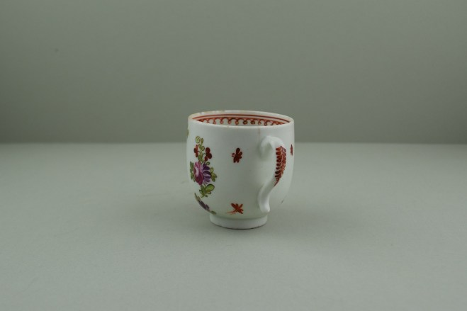 Lowestoft Porcelain Curtis Dark purple Flowers within a Border Pattern Coffee cup, C1775-85. 6