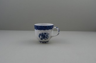 Bow Porcelain Flowers within Moulded Pannels Pattern Coffee Cup, C1760. 7