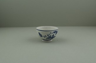 Lowestoft Porcelain Immortelle Pattern Small Size Teabowl and Saucer, C1775-80. 5