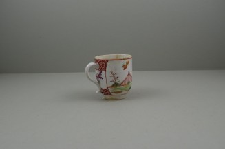 Lowestoft Porcelain Lady Seated Under a Tree Pattern Coffee cup, C1785-95. 4