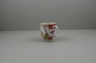 Lowestoft Porcelain Lady Seated Under a Tree Pattern Coffee cup, C1785-95. 6