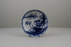 Lowestoft Porcelain Hut Fence Pagoda Willow Pattern Teabowl and Saucer, C1780-90 (9)
