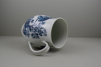 Worcester First Period Porcelain Parrot Pecking Fruit Pattern Large Size Bell Shaped Mug, C1770-85 (8)