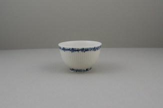 Lowestoft Porcelain Ribbed Flower band Border Pattern Teabowl and Saucer, C1770 (3)