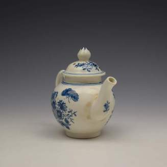 Lowestoft Three Flowers Pattern Toy Teapot and Cover c1770-80 (3)