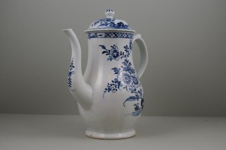 Lowestoft Porcelain Three Peony and Rock Pattern Coffee Pot and Cover, C1770-85 (1)
