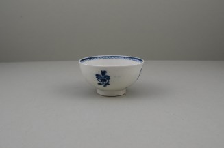 Lowestoft Two Peacock and Peony Pattern Teabowl and Saucer, C1775-80 (4)