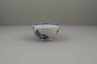 Lowestoft Two Peacock and Peony Pattern Teabowl and Saucer, C1775-80 (5)