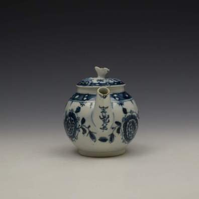 Lowestoft Porcelain Sunflower Pattern Toy Teapot and Cover c1762-63 (4)