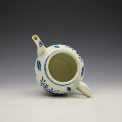 Worcester Three Flowers Pattern Teapot and Cover c1770-80 (8)