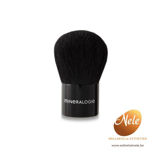 Mineralogie Minerale Make-up Kabuki Brush Wellness Esthetiek Nele