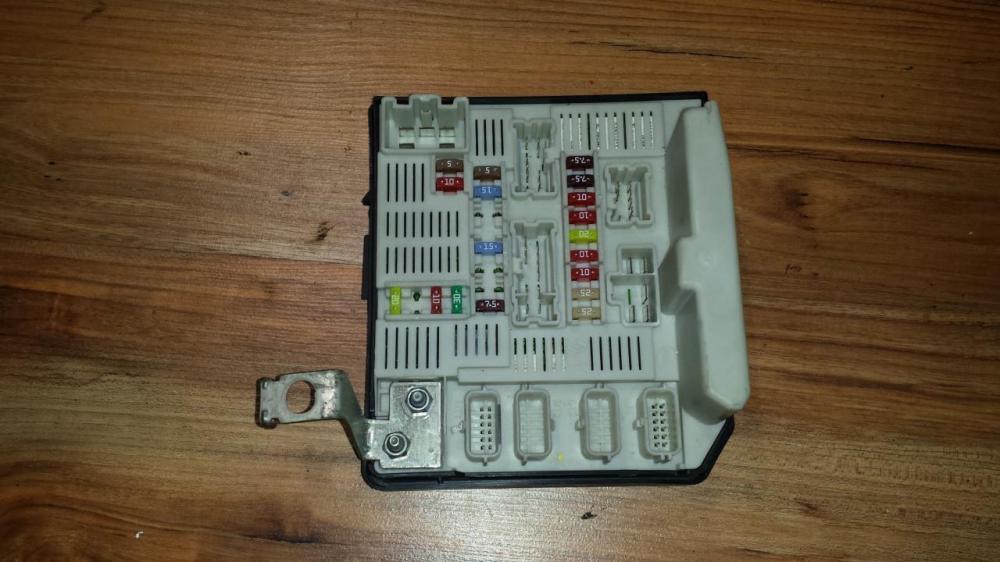 medium resolution of fuse box renault megane 2005 1 6 8200481866