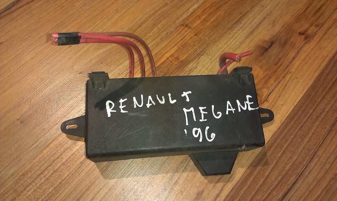 hight resolution of 7703297188 fuse box renault megane 1996 2 0l 18eur eis00038388