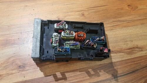 small resolution of  04869000aj a0705hqh fuse box chrysler voyager 2001 3 3l 41eur eis00057103