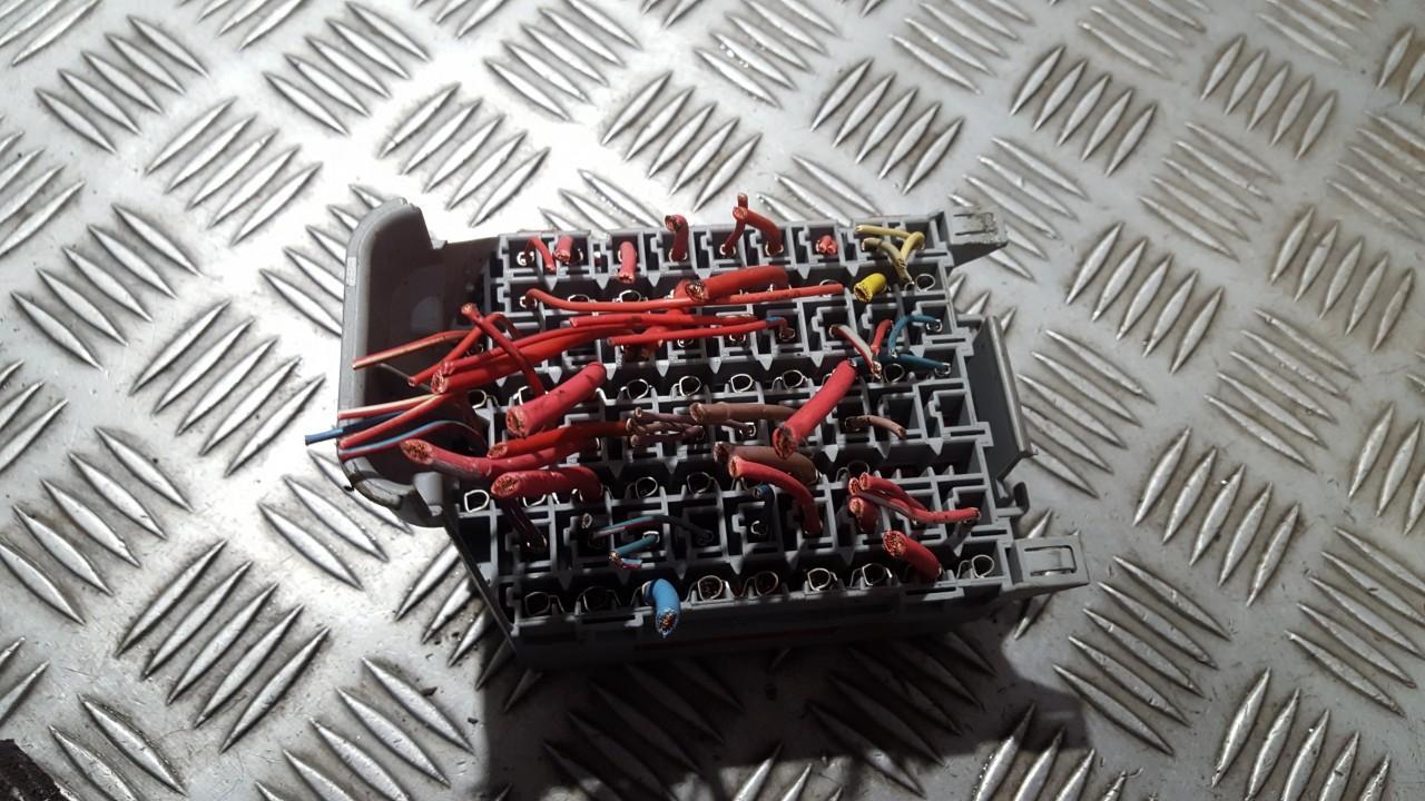 hight resolution of 9162439 used fuse box volvo v70 2004 2 4l 9eur eis00510606