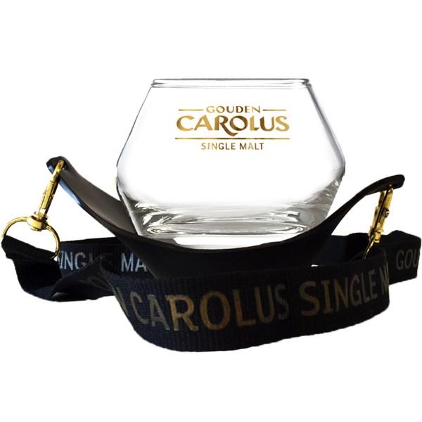 Gouden Carolus Single Malt Whiskyglas met lanyard aan bevestigd